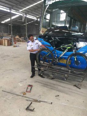 Bus dengan rak Sepeda