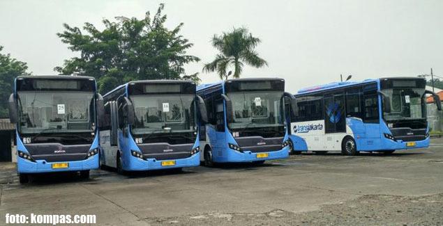 Bus-bus gandeng milik PT Mayasari Bakti yang siap dioperasikan untuk Transjakarta
