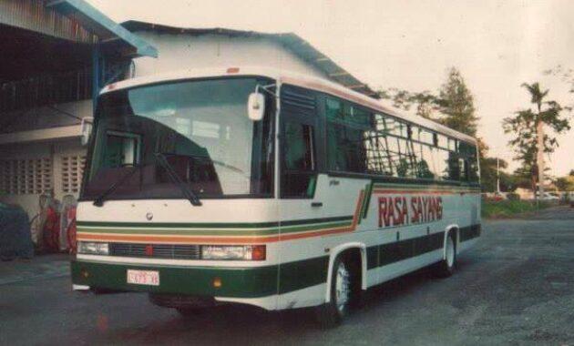 Bus rasa sayang karoseri Malindo